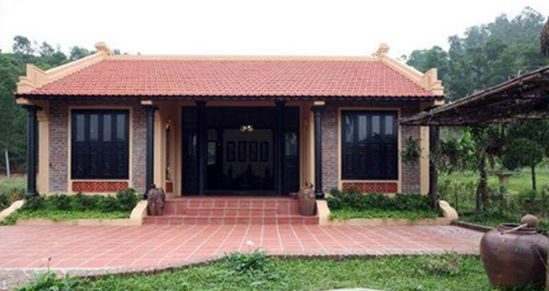 Mái hiên ngói, cột gỗ phù hợp với mọi không gian căn nhà
