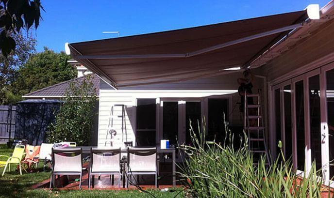 Mẫu thiết kế mái che sân vườn kiểu 5