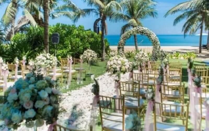 Tổ chức sự kiện lãng mạn với hoa